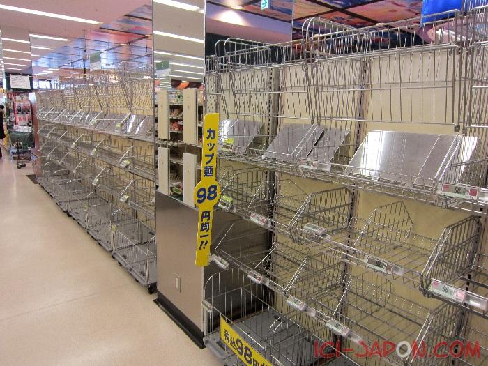 Tramblement de terre au japon Supermarche-japon-tremblement-4