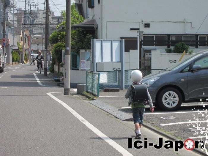 ecolier-casque-japon