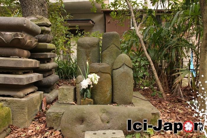 phallus-cimetiere-japonais