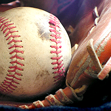 Photo d'un gant de base-ball et d'une balle de baseball