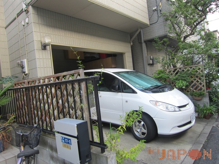 maisons et voitures tokyo ici japon. Black Bedroom Furniture Sets. Home Design Ideas
